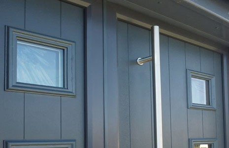 Create a stunning entrance with the Solidor Side Panel options.