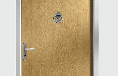 Door is completely flush face without any moulds on grooves